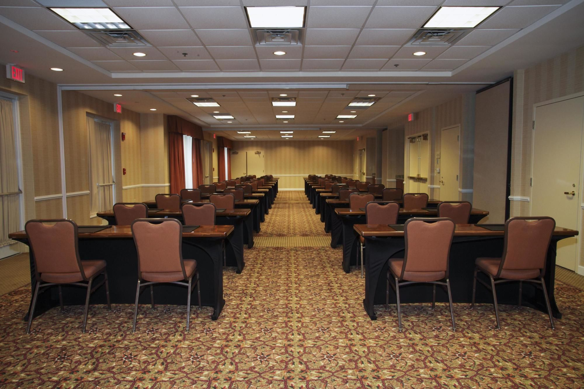 Oakbrook terrace hotel coupons for oakbrook terrace - Hilton garden inn oakbrook terrace ...