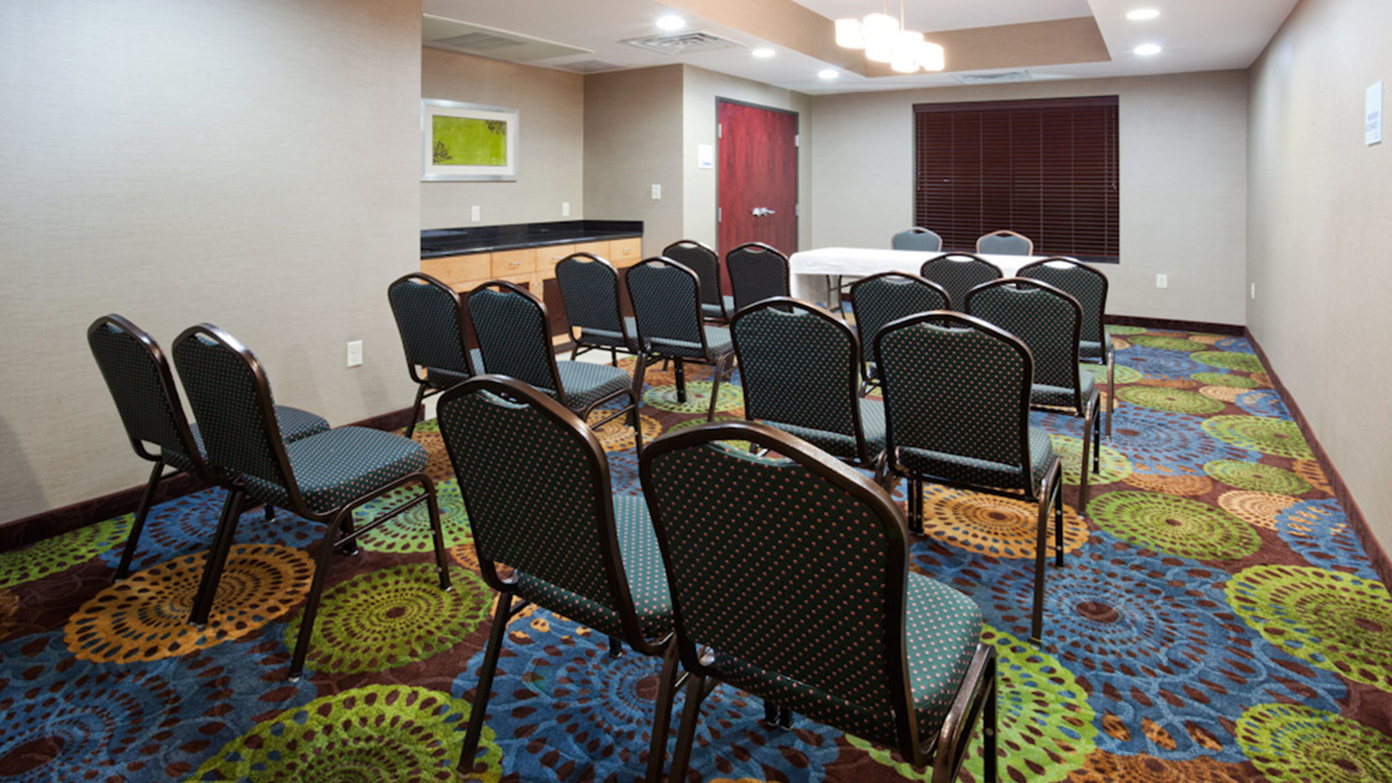 Holiday Inn Express & Suites Rochester West Medical Center