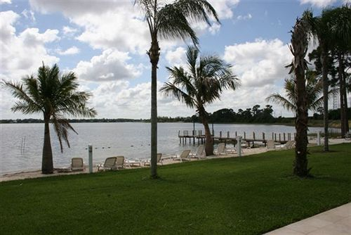 Lake Grassy Inn & Suites in Lake Placid, FL