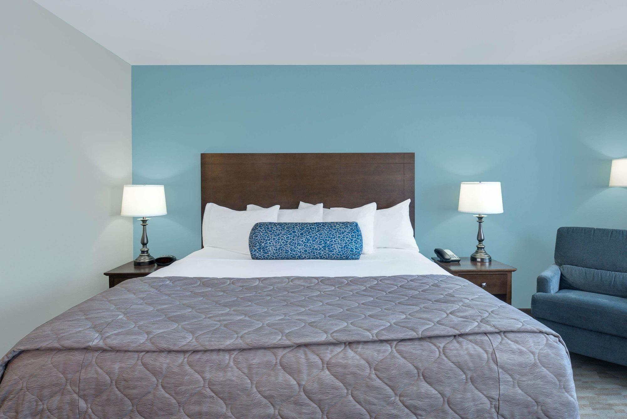 Baymont Inn And Suites Fargo Nd