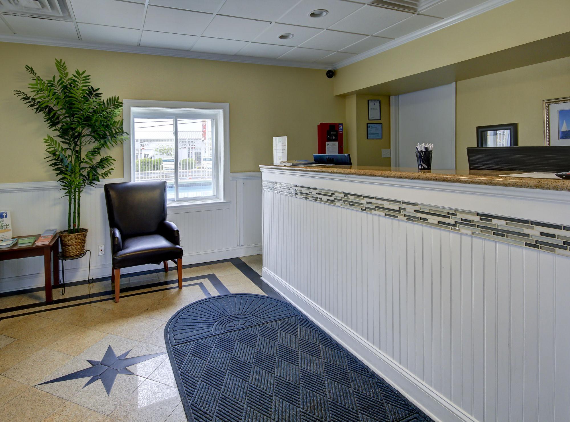 Coastal Palms Inn & Suites