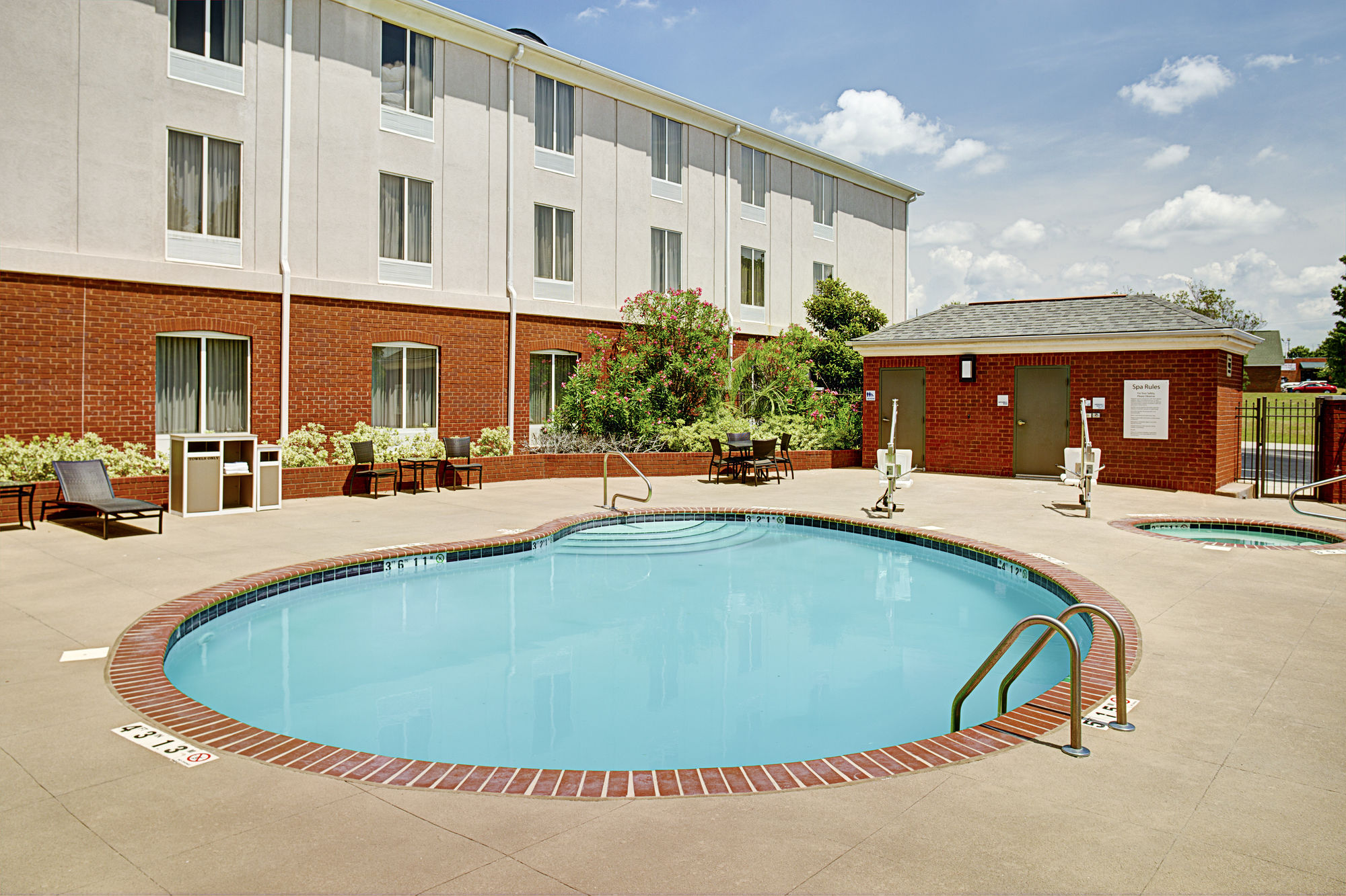 Holiday Inn Express Hotel & Suites Auburn - University Area in Auburn, AL