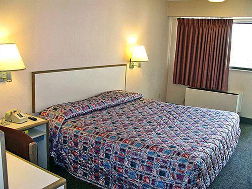 Motel 6 Akron