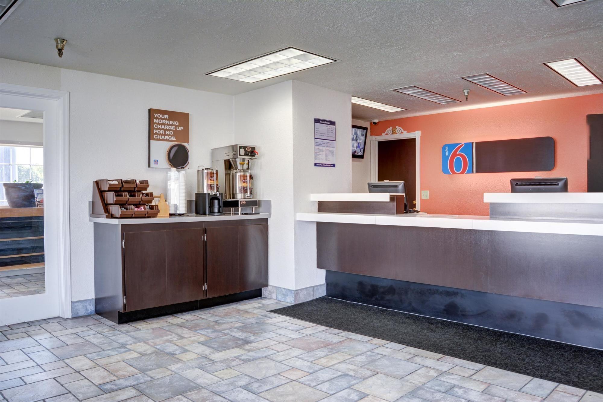the dalles hotel coupons for the dalles oregon. Black Bedroom Furniture Sets. Home Design Ideas
