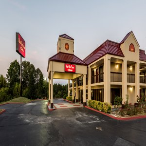 Red Roof Inn & Suites Clinton in Nashville, TN