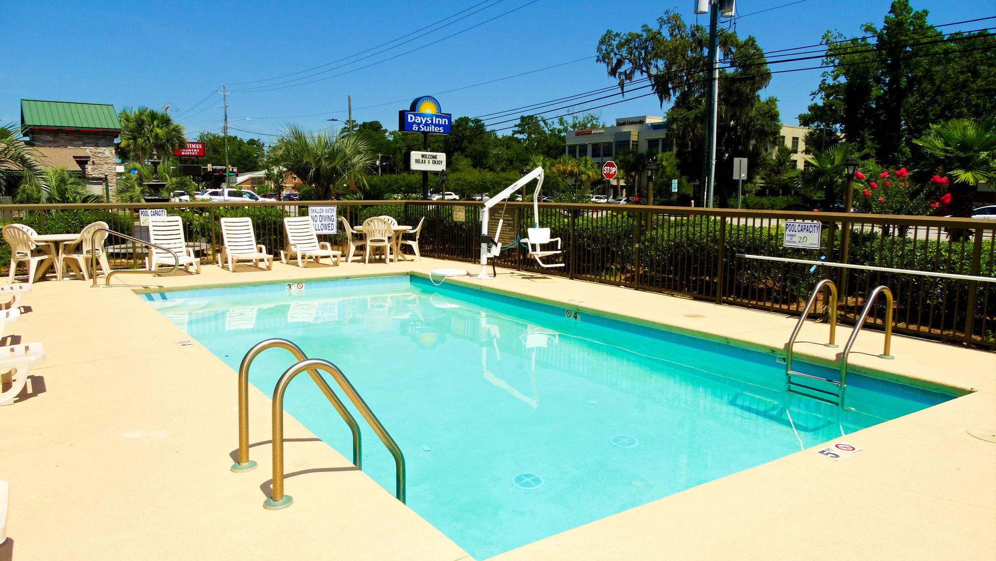 Days Inn and Suites Savannah Midtown in Savannah, GA