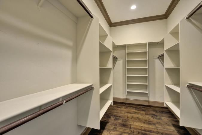 390 margarita ave palo alto ca large 028 master bedroom walkin closet 1500x1000 72dpi