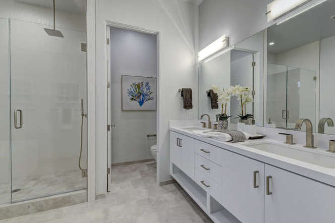 903 loyola dr los altos ca small 025 25 master bath 666x445 72dpi
