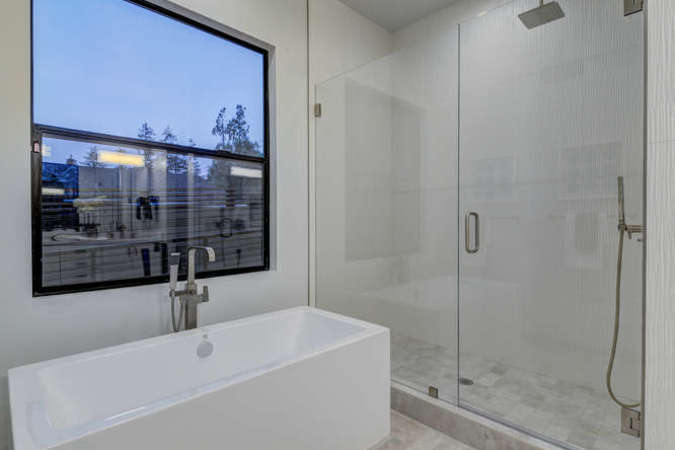 903 loyola dr los altos ca small 026 26 master bath tub and shower 666x449 72dpi