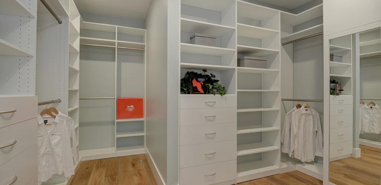 349_Blue_Oak_Lane_Los_Altos_CA-large-025-28-Master_Closet-1500x992-72dpi.jpg