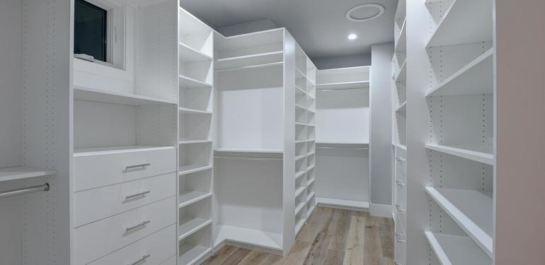 10888_Magdalena_Ave_Los_Altos-large-040-55-Walkin_Closet_in_Master-1500x1000-72dpi.jpg