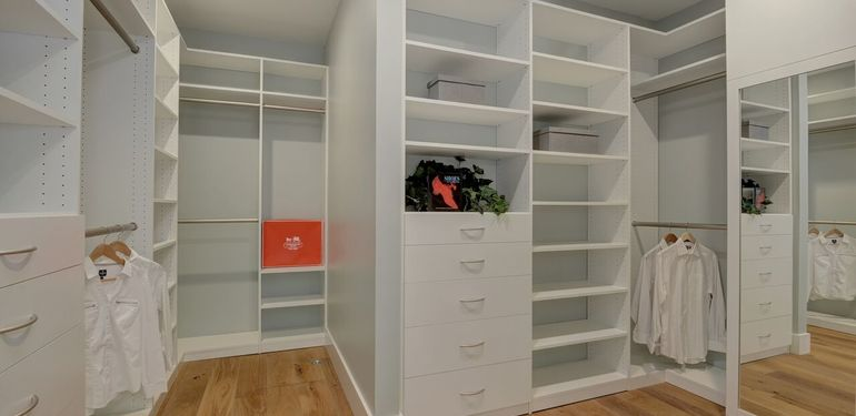 349_Blue_Oak_Lane_Los_Altos_CA-print-025-28-Master_Closet-3658x2417-300dpi_preview.jpg