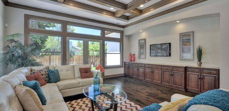 390_Margarita_Ave_Palo_Alto_CA-print-022-Family_Room_View-3674x2453-300dpi_preview.jpg