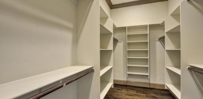 390_Margarita_Ave_Palo_Alto_CA-large-028-Master_Bedroom_Walkin_Closet-1500x1000-72dpi.jpg