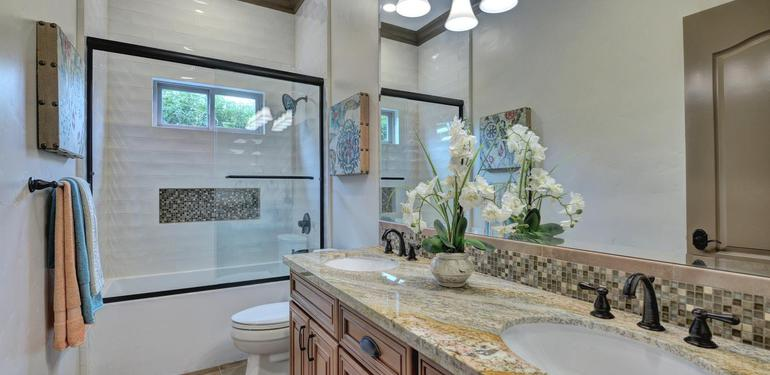 390_Margarita_Ave_Palo_Alto_CA-large-033-Bathroom_Three-1499x1000-72dpi.jpg