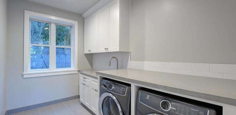 10888_Magdalena_Ave_Los_Altos-large-028-26-Laundry_Room-1496x1000-72dpi.jpg
