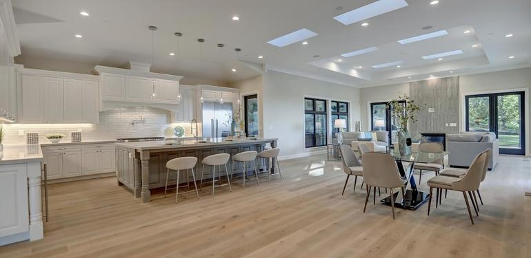 10880_Magdalena_Rd_Los_Altos-large-010-10-Kitchen_Dining_and_Family_Area-1500x1000-72dpi.jpg