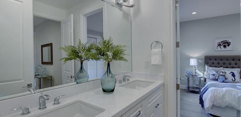 10880_Magdalena_Rd_Los_Altos-large-044-35-Upstairs_Bathroom_to_Bedroom-1499x1000-72dpi.jpg