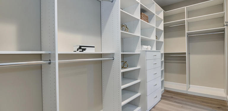 10880_Magdalena_Rd_Los_Altos-large-056-46-Master_Closet_Space_View-1468x1000-72dpi.jpg