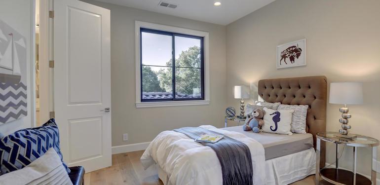 10880_Magdalena_Rd_Los_Altos-large-046-42-Upstairs_Bedroom_two-1500x1000-72dpi.jpg