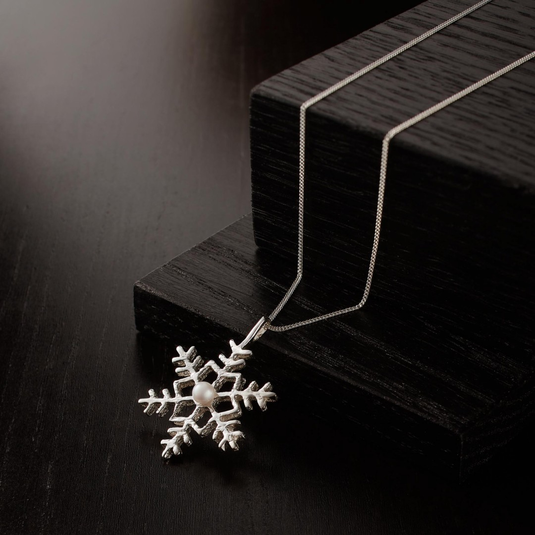 Snowflake with freshwater pearl -handmade- sterling silver