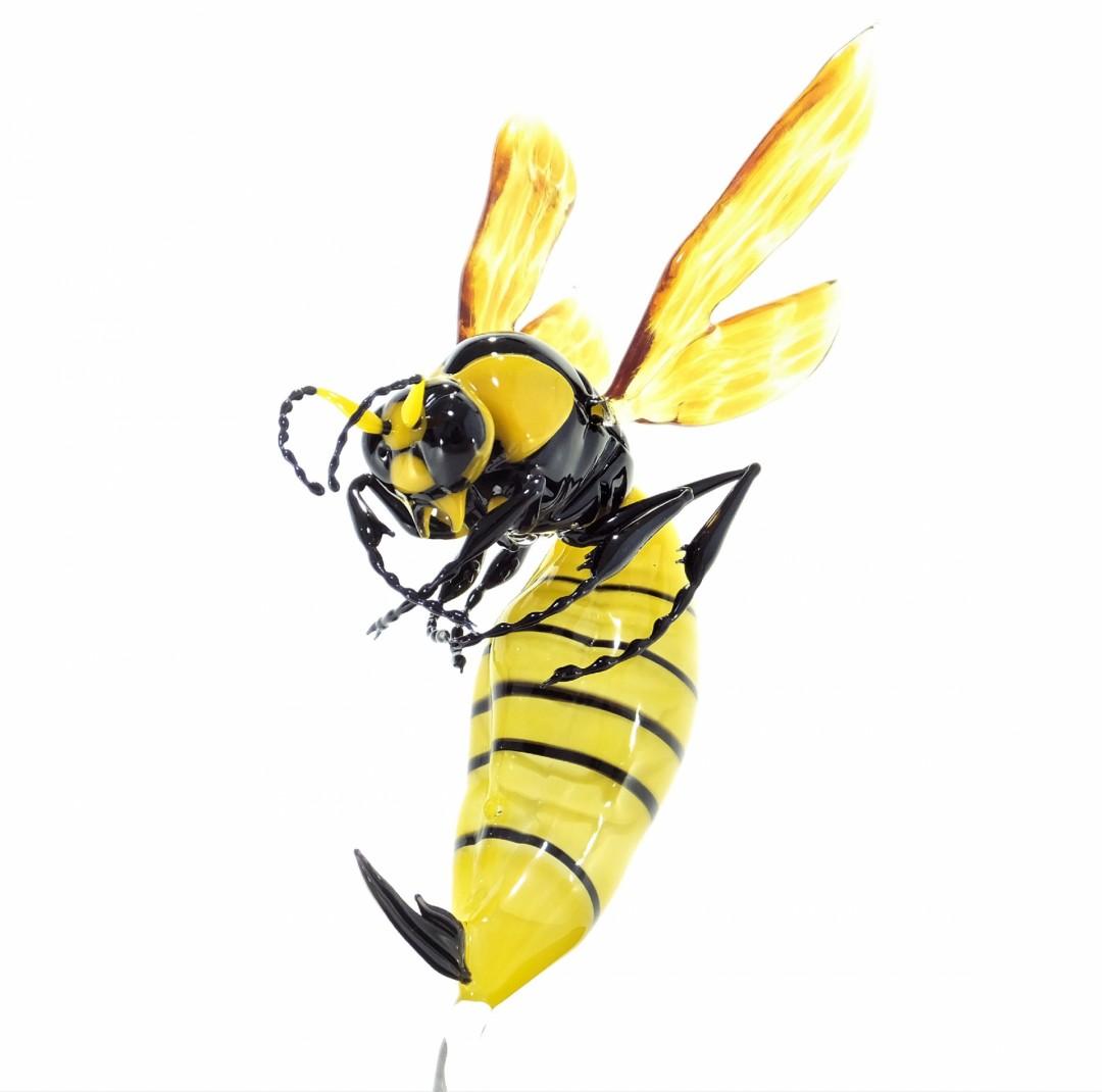 BEE - artwork by Takuma Konda: