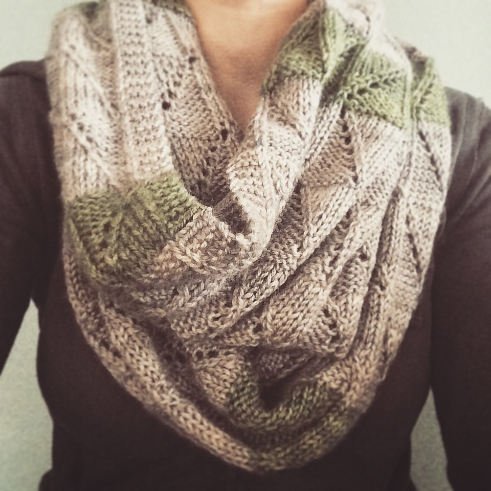 misdirected cowl - by liz abinante - artcraftcode.com