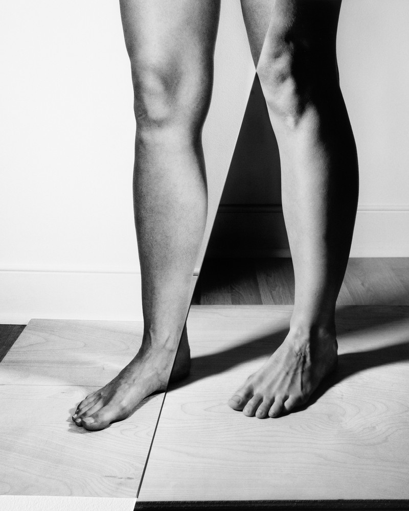 Artwork – Legs in Contrapposto with birch and oak stage, 2018