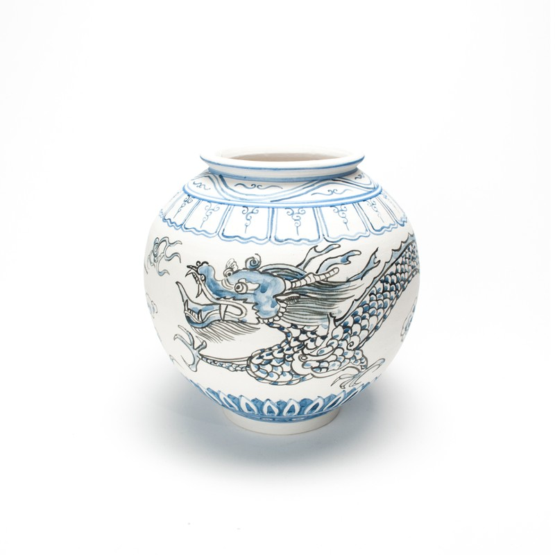 Artwork – Nicholas Oh, Moon Jar 2 by Dave Kim, 2020
