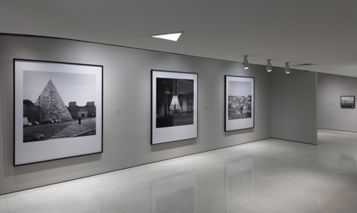 in Pictures for Carrie Mae Weems at Solomon R. Guggenheim Museum. Image for Installation view: Carrie Mae Weems: Three Decades of Photography and Video, Solomon R. Guggenheim Museum, New York, January 24–May 14, 2014. Photo: David Heald © Solomon R. Guggenheim Foundation