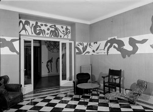 in Pictures for Henri Matisse at MoMA. Image for Hôtel Régina, Nice, 1953. Photo: Hélène Adant. Centre Pompidou – MnamCci – Bibliothèque Kandinsky