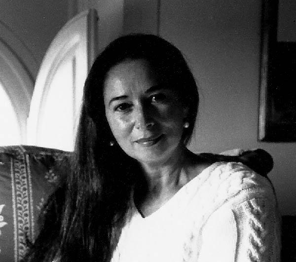 Black and white photo of Editt Davidovici