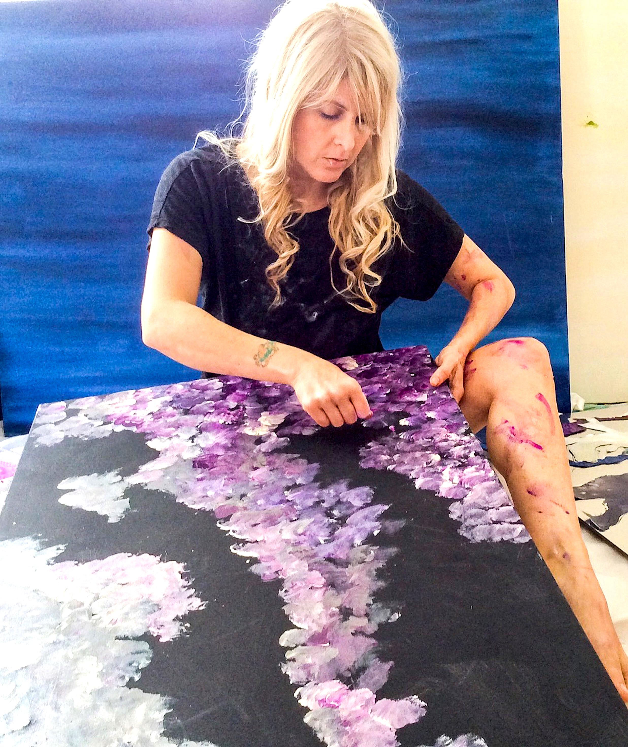 Artist Shana Stern painting