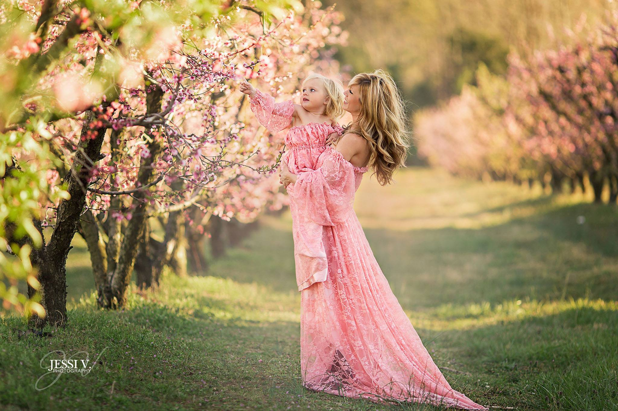 221591d1eaf13 5 Tips for Fun & Whimsical Mommy & Me Photo Sessions   Artsy Couture