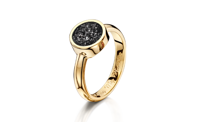 Tribute Ring Gold Black