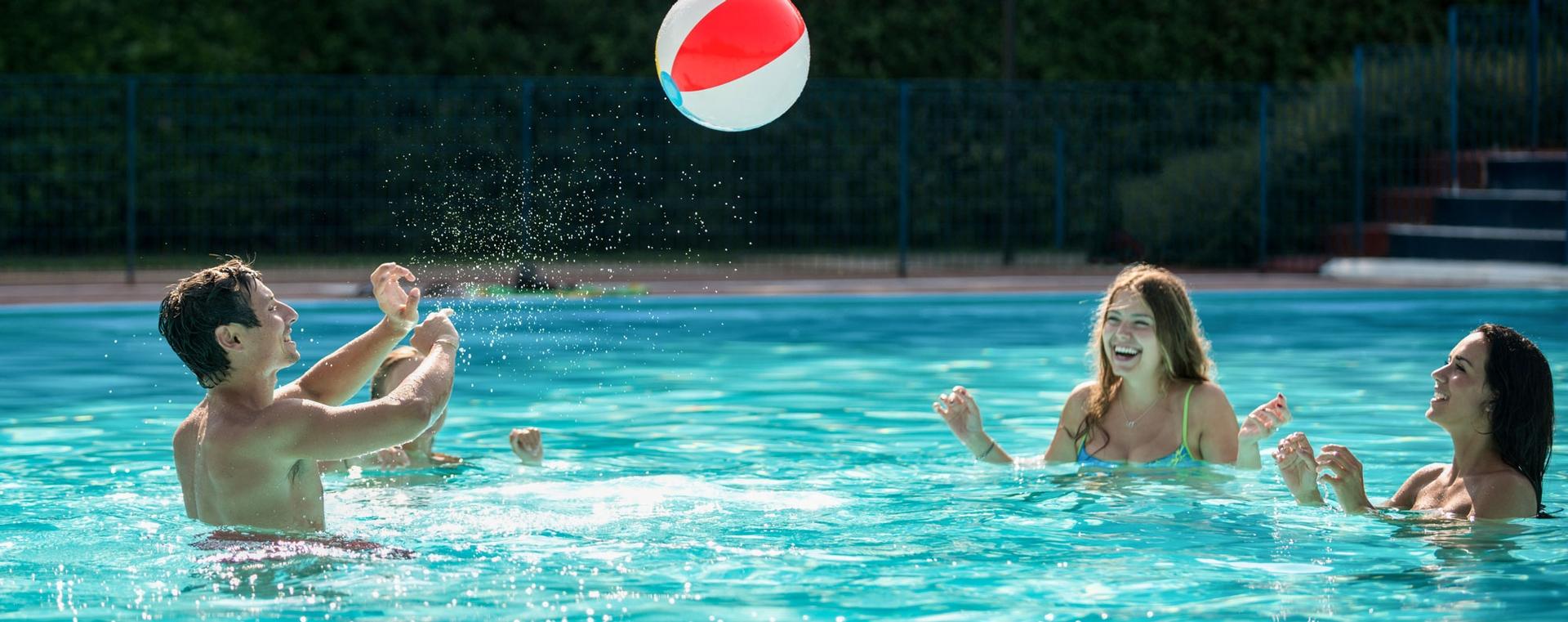 AH_pool_volleyball-FFD5.jpg