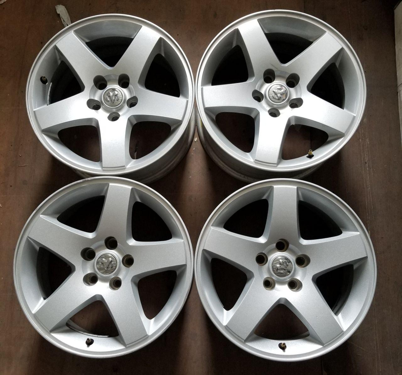 - OEM WHEELS - 2009-2010 DODGE/CHRYSLER CHALLENGER 17x7 5 SPOKE Hollander #2358 /  USED