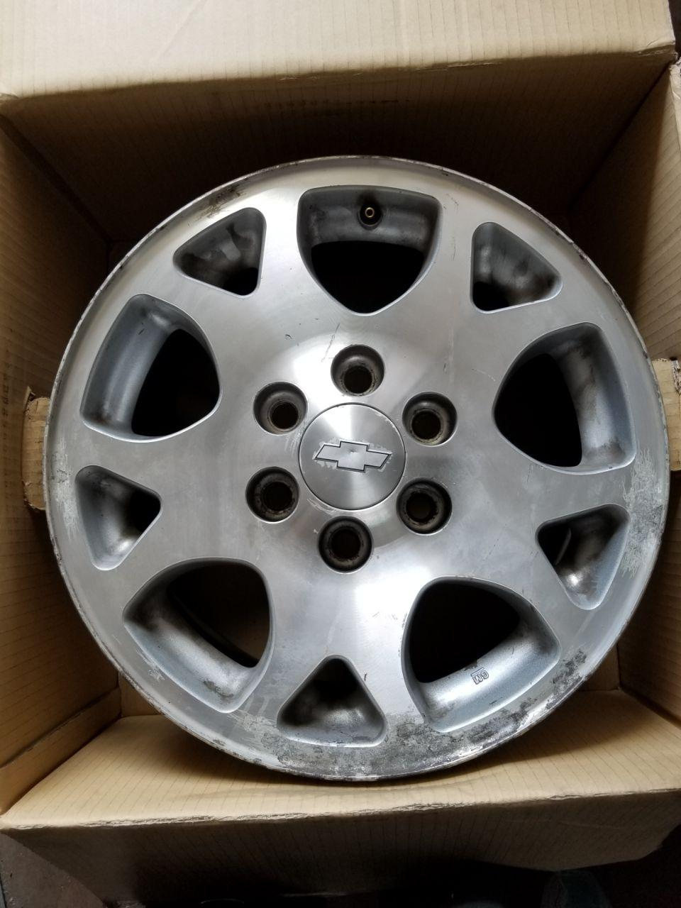 - OEM WHEELS - 2001-2006 GM SUBURBAN 17x7.5 5 SPLIT SPIKES Hollander #5117 /  USED