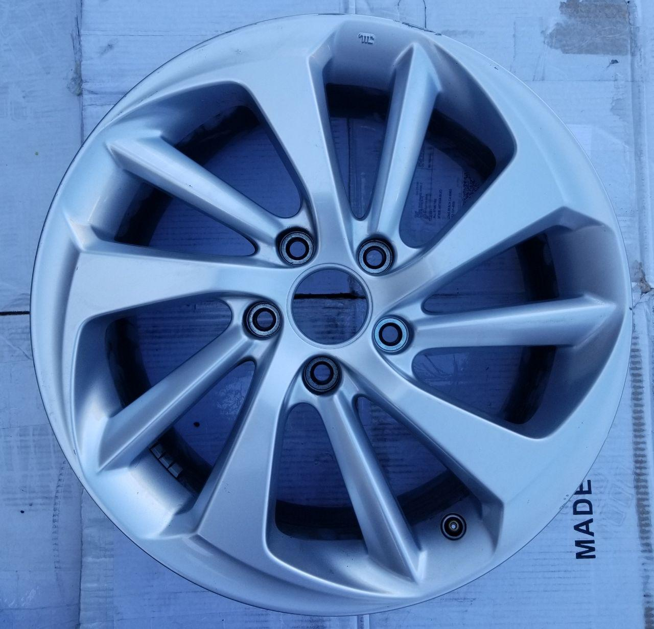 - OEM WHEELS - 2016 HONDA CR-V 17x7 5 SPOKE Hollander #64069 /  USED