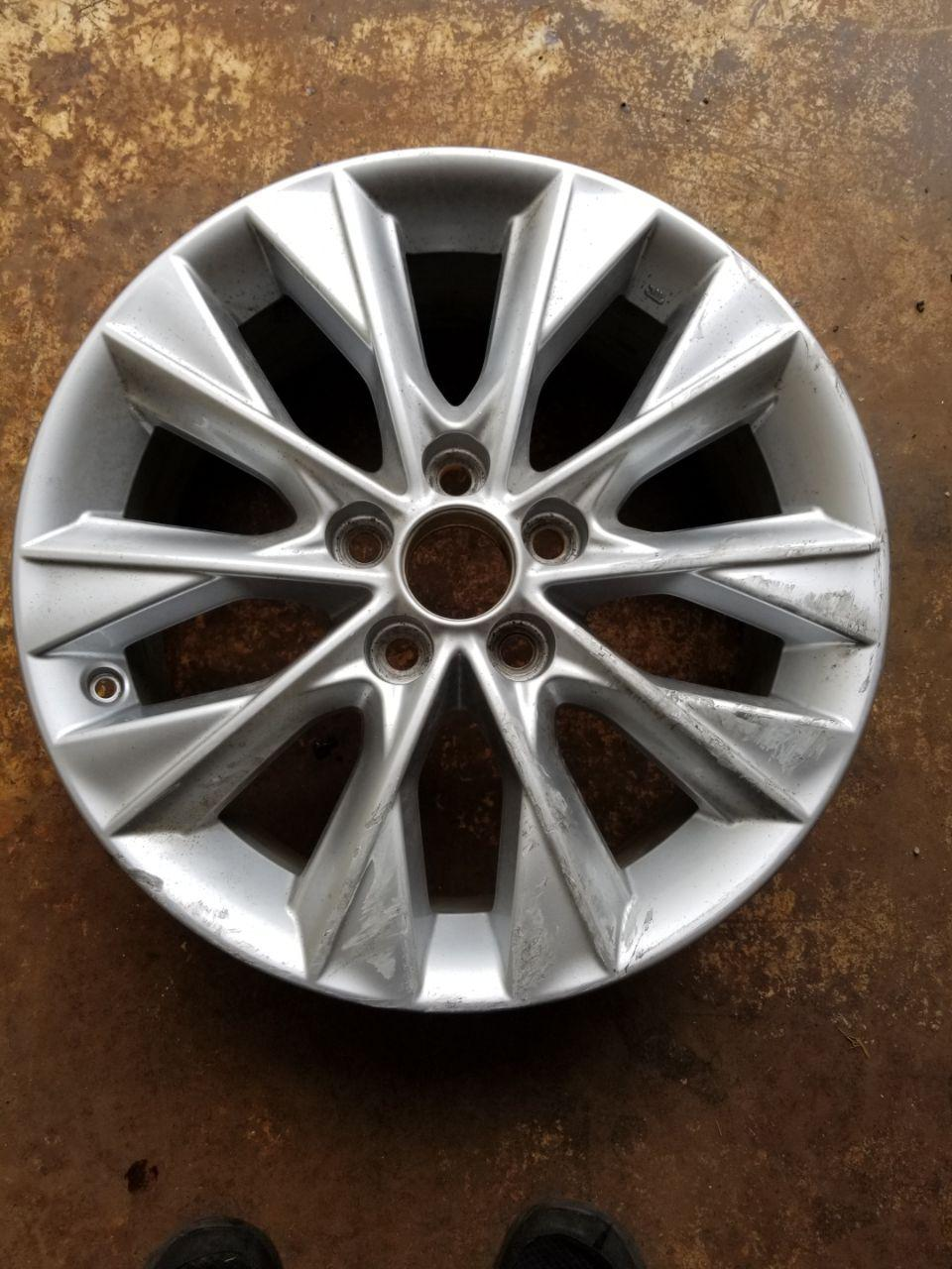 - OEM WHEELS - 2013-2014 LEXUS ES300H 17x7 10 SPOKE Hollander #74275 /  USED