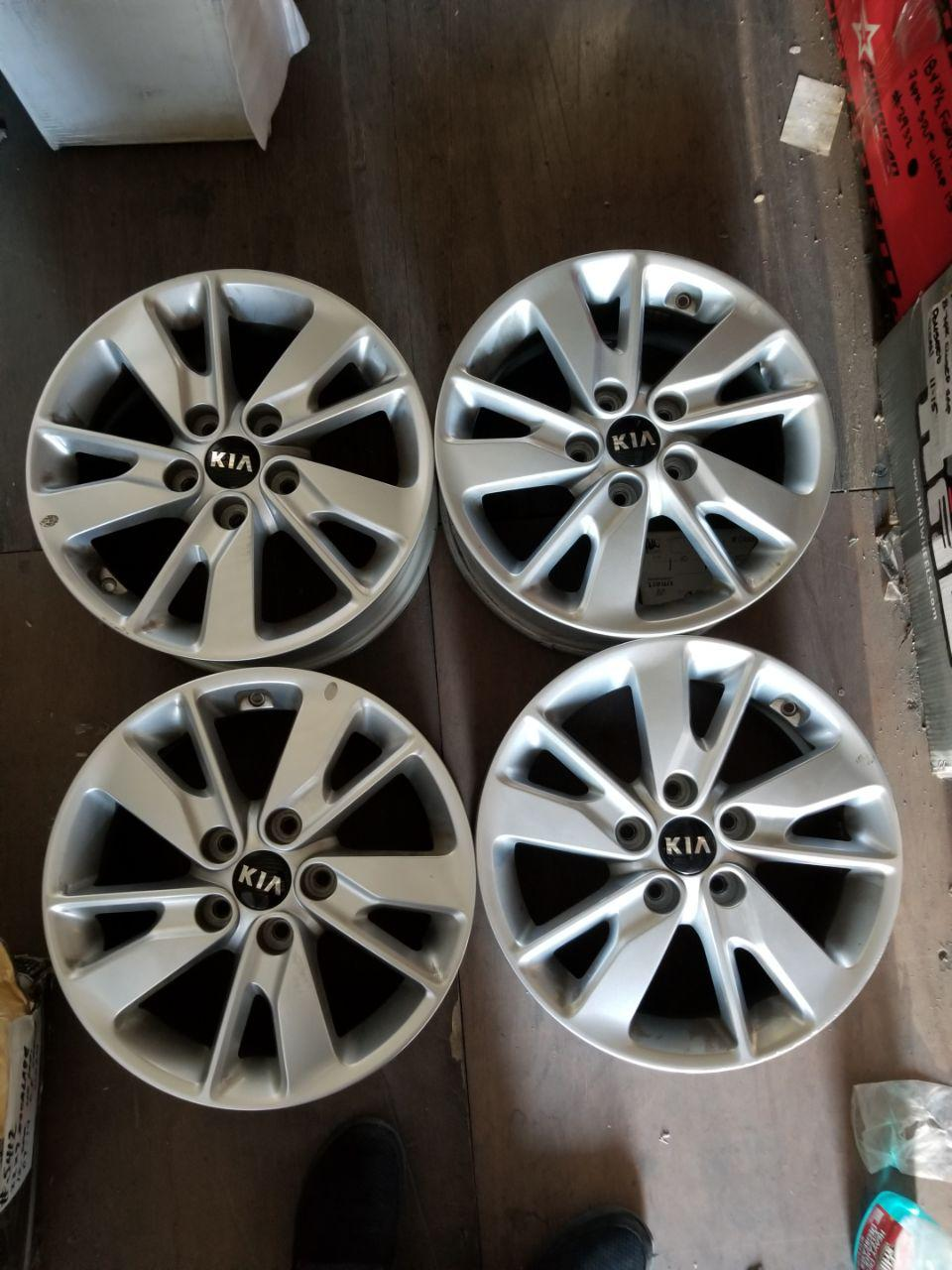 - OEM WHEELS - 2016-2017 KIA OPTIMA 16X6.5 ANGLED SPOKE Hollander #74729 /  USED
