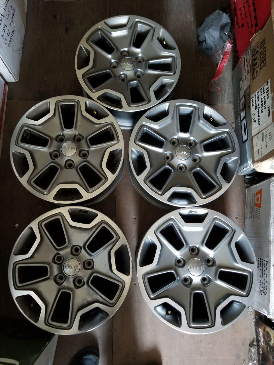 - OEM WHEELS - 2015 JEEP WRANGLER 17x7.5  Hollander #9118 /  USED