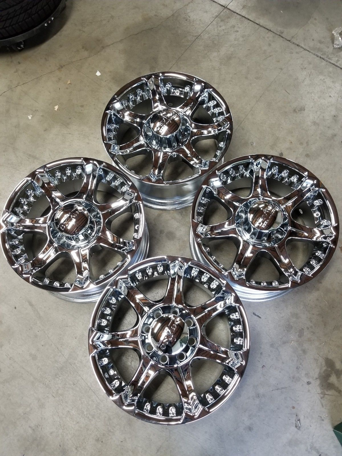 - WHEEL SPECIALS - DV615 CHROME (SOLD AS A SET OF 4)