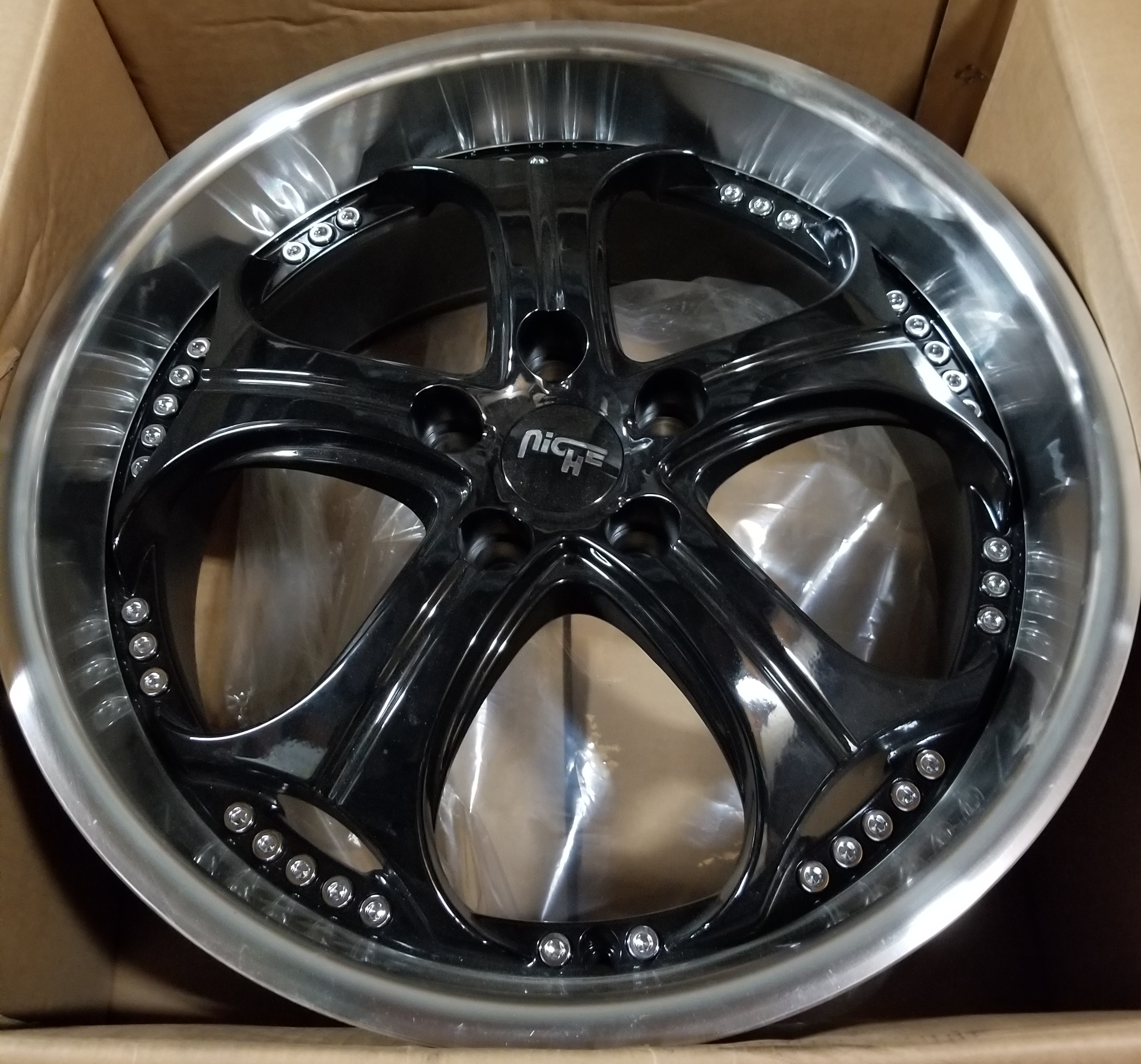 - WHEEL SPECIALS - NICHE GT-P BLACK MACHINED LIP (SOLD AS A SET OF 4)