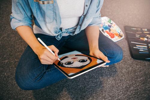 Ilustrador desenhando