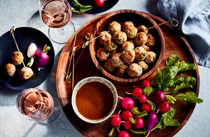 Photo de la recette de Boulettes de porc à la coriandre, sauce miel et cari