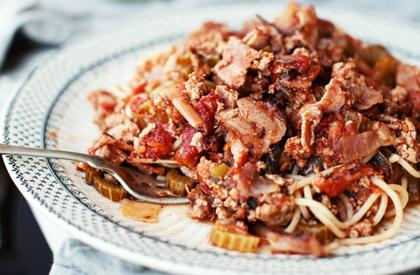 Photo de la recette de Spaghetti au bacon, au porc haché, aux tomates et aux dattes