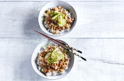 Photo de la recette de Bol de porc épicé et concombre mariné