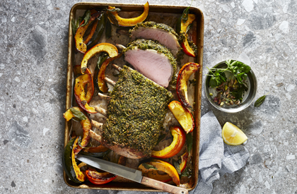 Photo de la recette de Carré de porc en croûte d'herbes et pistaches