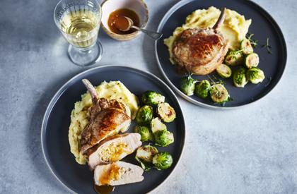 Photo de la recette de Côtelettes de porc farcies au cheddar et aux abricots